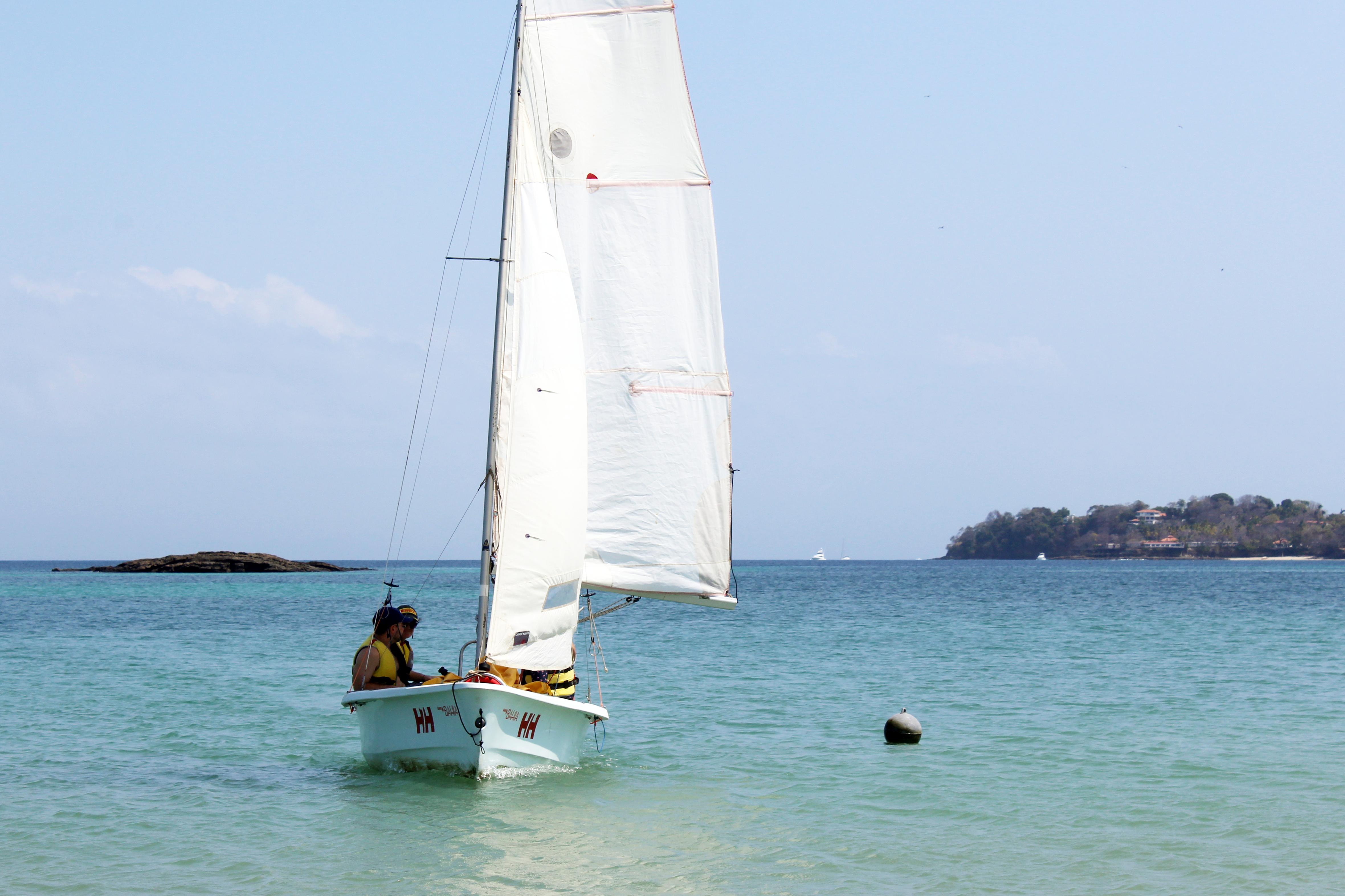 Rent sailing boat Panama, Saboga Island